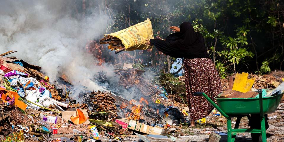 savemaldives air pollution garbage burning